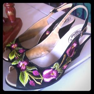 Mexican embroidered wedge sandals black & magenta